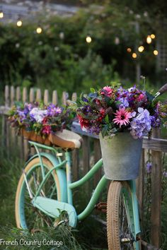 Bike mit Blumen ❤️ Five Minute Decorating: Ideas for adding low maintenance beauty to your yard Window Box Plants, Window Boxes, French Country Cottage, Country Cottages, Cottage Chic, Faux Flowers, Yard Art, Flower Pots, Beautiful Flowers