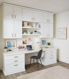 These home office organization ideas help your declutter your home office, and make it both stylish and functional. Look through the clever work from home office organization ideas here. Home Office Storage, Home Office Organization, Home Office Space, Home Office Design, Home Office Decor, Office Ideas, Storage Organization, Office Workspace, Office Setup