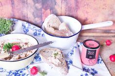 Ursprünglich zur Verwertung alter Käsereste gedacht, ist Obazda längst ein Klassiker geworden. Hier geht's zu unserem Radieschen-Frischkäse-Obazda Rezept