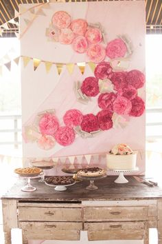 cake table with pink ombre paper flowers Tissue Flowers, Paper Flowers, Wall Flowers, Pink Flowers, Party Planning, Wedding Planning, Bar A Bonbon, Do It Yourself Wedding, Ideas Geniales