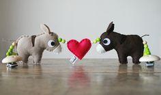 """Kinderwagenkette – """"verliebte Eselchen"""" von stierkind auf DaWanda.com"""
