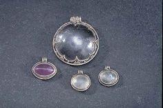 Photograph; Föremål; 107370 SHM; 27778:13:1 Materials; metal alloys and crystals Description; a collection of pendants Excavation site; Norrikvie Excavation coordinates; (X); 57.1065632582691 (Y); 18.3180837981313 COPYRIGHT © Historiska