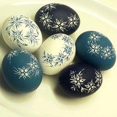 Blue & White Spring / Seller 's Goods Dukie Easter Egg Pattern, Carved Eggs, Easter Egg Designs, Ukrainian Easter Eggs, Easter Egg Crafts, Egg Art, Easter Party, Egg Decorating, White Springs