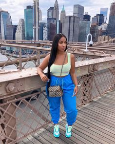 Doing tourist in my fave city 🗽Was a bit shook to take that sneaker pic ngl 😆 Chill Outfits, Sporty Outfits, Curvy Outfits, Swag Outfits, Dope Outfits, Sporty Style, Spring Outfits, Sporty Chic, Mod Fashion