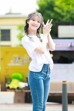 South Korean Girls, Korean Girl Groups, Selfies, Hand Pose, Lee Seo Yeon, Cute Korean, Kpop Girls, Asian Beauty, Ulzzang