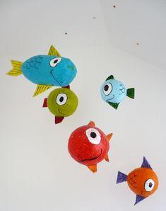 Decorado por niños: Peces de papel maché / Decorated by children: Papier mache fishes