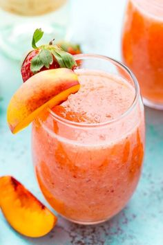 Strawberry Peach Wine Slushies - Over 40 of the BEST Summer Cocktails Refreshing Summer Cocktails, Fun Cocktails, Cocktail Recipes, Best Summer Drinks, Cocktail Food, Sangria Recipes, Wine Slushie Recipe, Slushie Recipe Blender, Blender Recipes