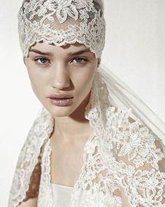 Velo de novia Bridal Veils And Headpieces, Bridal Headdress, Bridal Tiara, Headpiece Wedding, Wedding Veils, Bridal Lace, Vintage Veils, Vintage Bridal, Hair Decorations