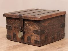 "Modern reproduction Paymaster's Strongbox wrongly (fraudulently?) sold as ""Old Pirate's Chest"" and ""authentic""."