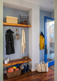 Mudroom Entry Design Ideas, Pictures, Remodel and Decor Reclaimed Wood Shelves, Wood Wall Shelf, Wall Shelves Design, Wooden Shelves, Backyard Door, Brooklyn House, Regal Design, Home Theater Rooms, Up House