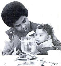 Tito Jackson with his son Taj 3t Jackson, The Jackson Five, Mike Jackson, Jackson Family, Michael Jackson, Handsome Black Men, The Jacksons, Black Families, Motown