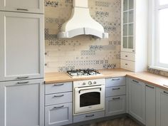 Кухня с островом в стиле кантри из массива бука. Красится в любые цвета по раскладке RAL и Wood Color, может быть любого размера.
