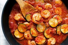 It's getting cold outside, and you know those times when you just need really comforting food and you need it really fast, right? This zucchini shrimp pasta with a deep, thick tomato sauce ma… Zucchini Dinner Recipes, Low Carb Shrimp Recipes, Stir Fry Recipes, Dishes Recipes, Keto Recipes, Healthy Recipes, Recipes Dinner, Seafood Recipes, Healthy Meals