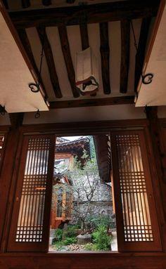 전통 한옥 구조와 용어 - 선조들의 슬기로움이 보인다 - Daum 부동산 Korean Traditional, Traditional House, Passive House, Beautiful Pictures, Woodworking, Windows, Architecture, Interior, Dairy