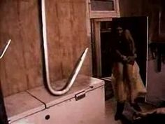 Texas Chainsaw Massacre  - Tobe Hooper (1974 trailer) Creepy cool.