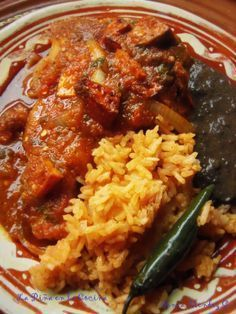 CHULETAS de PUERCO en SALSA (pork chops braised in fresh tomato salsa) ~~~ this recipe is shared with us from her mother's kitchen. [Mexico] [pinaenlacocina]