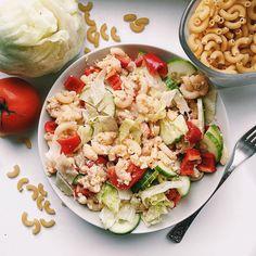 Těstovinový salát za studena se hodí k obědu, k večeři i k svačině. Podívejte se na 5 různých receptů a vyberte si ten nej. Pasta Salad, Cobb Salad, Mozzarella, Tofu, Ethnic Recipes, Cold Noodle Salads, Noodle Salads, Macaroni Salad