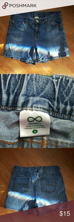 Motherhood maternity jean shorts sz medium Very nice pre-owned condition Motherhood Maternity Shorts Jean Shorts