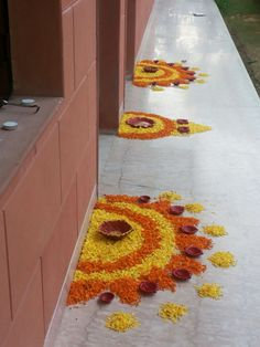 Simple Rangoli Designs Images, Rangoli Designs Flower, Colorful Rangoli Designs, Rangoli Ideas, Rangoli Designs Diwali, Flower Rangoli, Diya Decoration Ideas, Diwali Decorations At Home, Stage Decorations