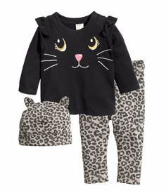 Fashion and quality clothing at the best price Baby Outfits, Toddler Girl Outfits, Kids Outfits, Cute Outfits, Cool Kids Clothes, Trendy Baby Clothes, Disney Baby Clothes, Night Suit, Tops For Leggings