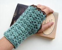 Fingerless gloves, wrist warmers crochet pattern, PDF download, DIY tutorial