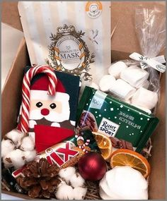 60 Christmas DIY Gifts for Friends Creative and Easy Diy Christmas Gifts For Friends, Christmas Gift Baskets, Christmas Gift Box, Simple Christmas, Xmas Gifts, Christmas Crafts, Santa Christmas, Diy Birthday, Birthday Gifts