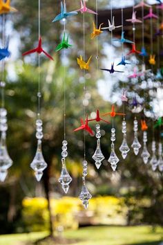 15 times that Tsuru has enchanted in the decoration Origami Paper Art, Origami Bird, Origami Cranes, Handmade Wedding, Diy Wedding, 1000 Paper Cranes, Origami Ornaments, Diy And Crafts, Paper Crafts