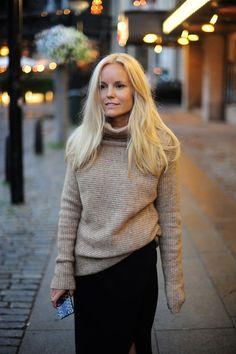 Turtleneck and midi-skirt for autumn