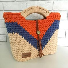I Found These Elegant Crochet Bags . I Crochetbag - Crochet Tutorial - Best Knitting Crochet T Shirts, Crochet Tote, Crochet Handbags, Crochet Purses, Filet Crochet, Knit Crochet, Crochet Summer, Macrame Bag, Tapestry Crochet