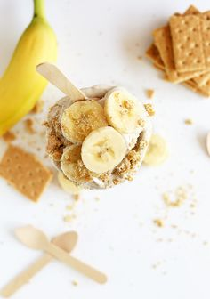 SUPER Creamy Banana Cream Pie Blizzards! 7 ingredients, #Vegan and SERIOUSLY close to the real thing!