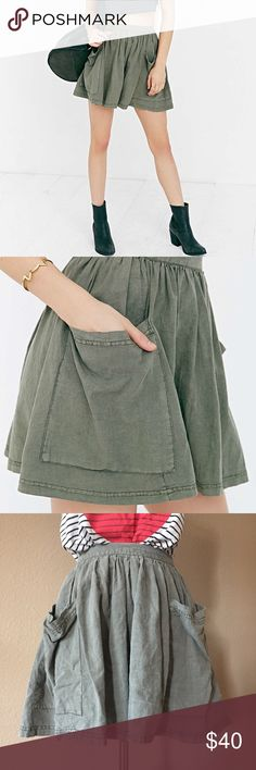 UO ECOTE linen pocket mini skirt, green, size S UO ECOTE linen pocket mini skirt, green, size S, in excellent condition. Elastic waistband. Super cute to pair with cropped tops. Urban Outfitters Skirts Mini