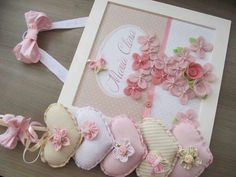 Framed flowers and hearts Craft Projects, Sewing Projects, Projects To Try, Baby Crafts, Diy And Crafts, Fabric Hearts, Home And Deco, Felt Hearts, Baby Decor