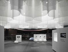 title: aurora 2/this is iss, go ahead | date: 31th july 2008 | site: miraikan, koto-ku tokyo | function: exhibition for international space station | material: fabric | size: 162m2 | supervisor: mamoru mohri, mao imaizumi, hitoshi matsuoka | photo: daici ano | ryuji nakamura & associates co.,ltd.