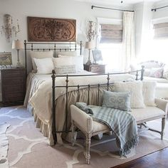 Classic and vintage farmhouse bedroom ideas 56