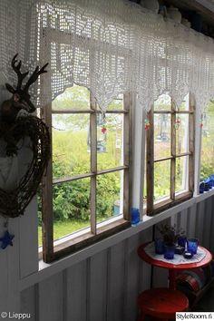 mökki,eteinen,ikkuna,vanha ikkuna,ikkunanpoka