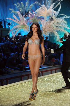 Victoria Secret: 2010 - Bombshell Fantasy Bra - $2,000,000 - Adriana Lima