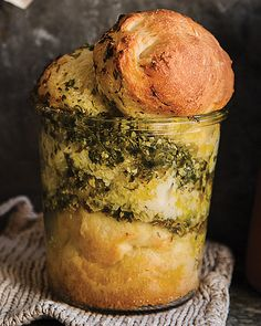 Pesto Bread in a Jar! So pretty and so tasty. sub vegan pesto Mason Jar Meals, Meals In A Jar, Good Food, Yummy Food, Tasty, Bread Recipes, Cookie Recipes, Jar Recipes, Freezer Recipes