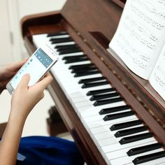 wait a second.  #fujifilmxseries #piano #teaching 31/05/16 by shigenonobuo