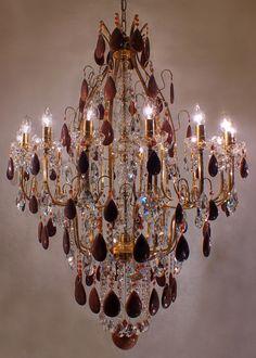 #red #swarovski #chandelier #luxury Lustre Veneza Mundo das Luminárias
