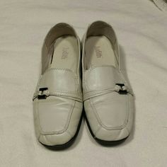 Judith ivory flat shoes wide In great condition, super cute flat dressy shoes. Only wore a couple times. Nice cushion sole. Judith Shoes Flats & Loafers