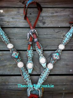 Turquoise Cross Gator Hide set, cept a brow band headstall instead of one ear