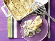 Sesampfannkuchen mit Pilzen - Familienessen (2 Erw. und 2 Kinder) - smarter - Kalorien: 471 Kcal - Zeit: 30 Min. | eatsmarter.de Pfannkuchen schmecken auch herzhaft - so wie diese mit Pilzen.