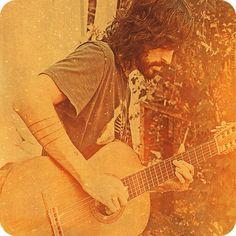Devendra Banhart with guitar and this makes me errrrrr