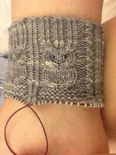 Holy crap I love these! Free Aran Knitting Patterns, Knitted Washcloth Patterns, Loom Knitting, Knitting Socks, Free Knitting, Knitting Tutorials, Crochet Shoes, Knit Crochet, Crochet Granny
