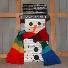Nun hat es zwar auch bei uns ein wenig Schnee gegeben, aber für einen Schneemann reicht es leider noch nicht. Darum heute einen buchigen Schneemann.... #Winter #BuchSchneemann #snowman #Bücherstapel