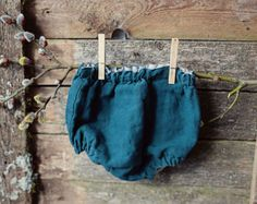 Handmade linen bloomers. Can be worn from both sides. Composition: 100% linen Colour: Mustard/Dark Green  Size guide: 0-1 months, Height 56cm (22 inches) 0-3 months, Height 62cm (24.5 inches) 3-6 months, Height 68cm (26.7 inches) 6-9 months, Height 74cm (29 inches) 9-12 months, Height 80cm (31.5 inches) 12-18 months, Height 86cm (34 inches) 18-24 months, Height 92cm (36 inches) 2-3 years, Height 98cm (38.5 inches)   Please allow 2-3 weeks plus shipping times as your items are made to ord...