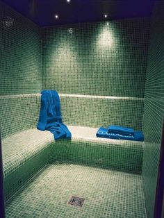 hammam Steam Shower Cabin, Sauna Steam Room, Steam Bath, Sauna Room, Saunas, Spa Hammam, Spa Interior, Building A Container Home, Spa Rooms