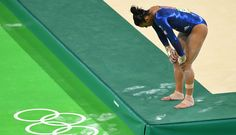 Gymnast Ellie Downie (GBR) didn't let a possible injury stop her from finishing qualifications with her teammates