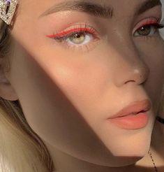 Clique na foto e aprenda as principais técnicas da maquiagem profissional __________________________________________________________ #maquiagem #maquiagempassoapasso #maquiagemfesta #maquiagemformatura #instagram #tutorial #makeup maquiagem formatura maquiagem como fazer maquiagem tutorial maquiagem carnaval maquiagem colorida maquiagem fantasia maquiagem passo a passo maquiagem festa