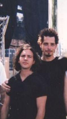 """Backstage Lollapalooza 96. Kinda looks like Chris is claiming Eddie. He's like """"dis mah edy"""" and Eds just like """"...i feel small"""""""